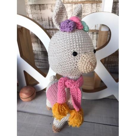 Muñeco Amigurumi Crochet Llama Grande con Bufanda y Pompones