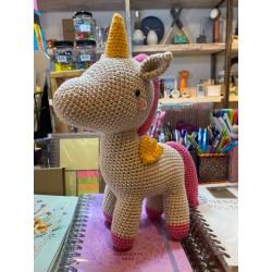 Muñeco Amigurumi Crochet Unicornio Pica Fucsia