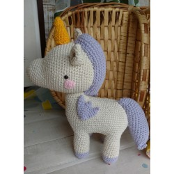 Muñeco Amigurumi Unicornio Lila.